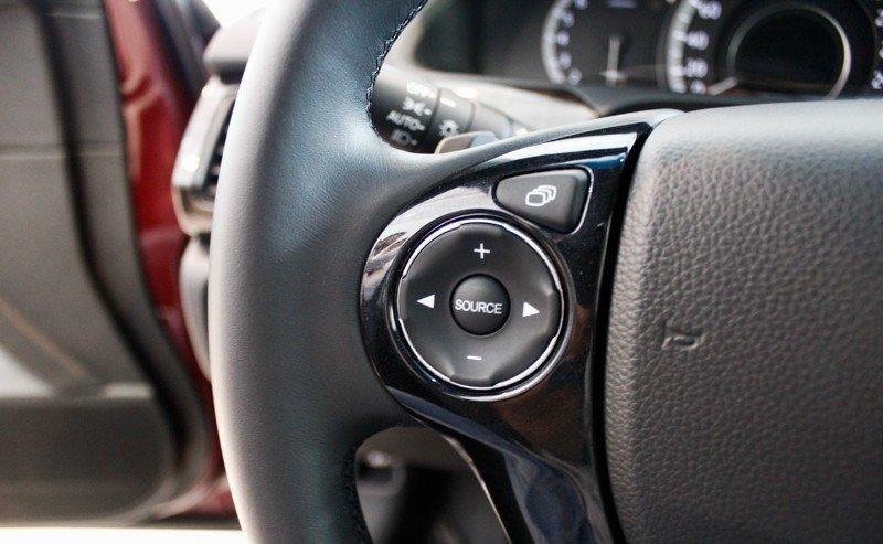 Nút điều khiển âm thanh trên Honda Accord.