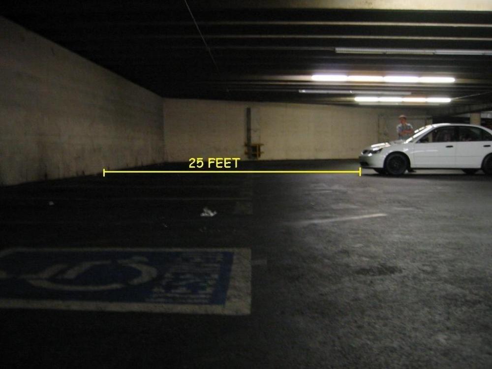 Đậu xe trên nền phẳng.