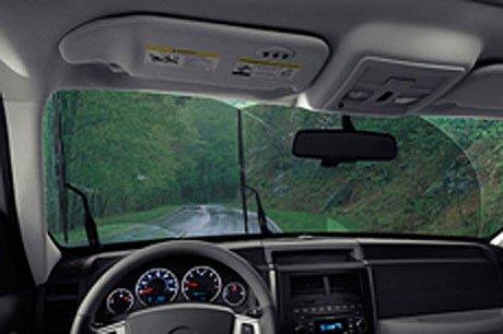 Kính lái mốc, dính nhiều bụi bẩn sẽ khiến cần gạt mưa hoạt động không hiệu quả.