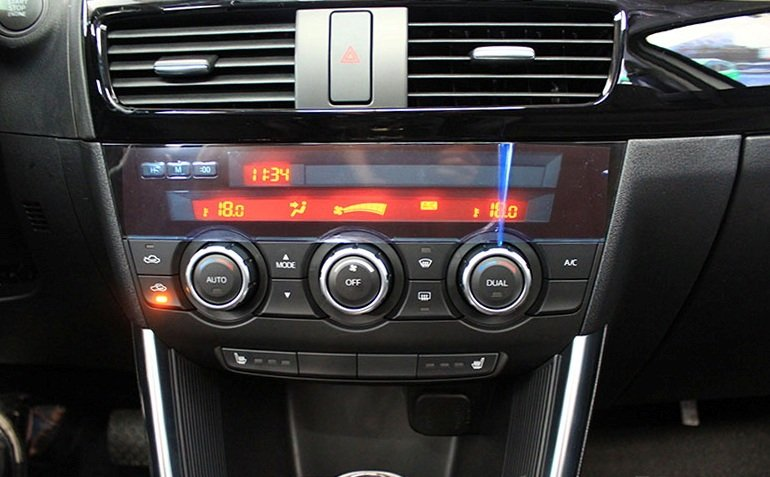 Mazda CX-5 2013 sử dụng hệ thống diều hòa không khí 2 dàn lạnh tự động 1