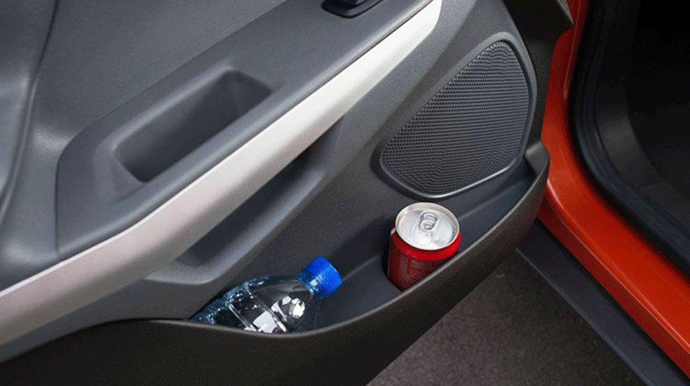 Thời tiết nắng nóng, nhiều đồ vật để trên xe có nguy cơ bị phát nổ và biến dạng.