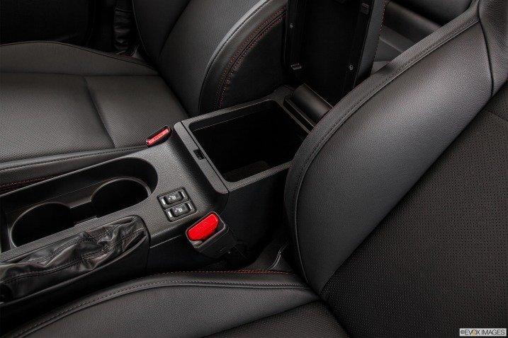 Đánh giá nội thất xe Subaru WRX 2015