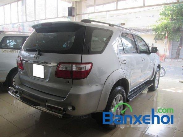 Salon Auto Tuấn Thanh Tùng cần bán xe Toyota Fortuner V sản xuất 2011 đã đi 30000 km, giá chỉ 800 triệu-4
