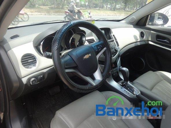 Bán xe Chevrolet Cruze Ltz, màu đen đã đi 12000 km, giá 590 triệu-8