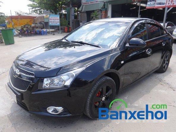 Bán xe Chevrolet Cruze Ltz, màu đen đã đi 12000 km, giá 590 triệu-1