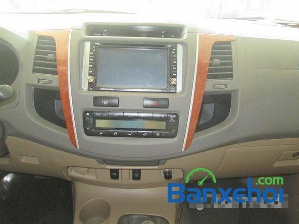 Salon Auto Tuấn Thanh Tùng cần bán xe Toyota Fortuner V sản xuất 2011 đã đi 30000 km, giá chỉ 800 triệu-10