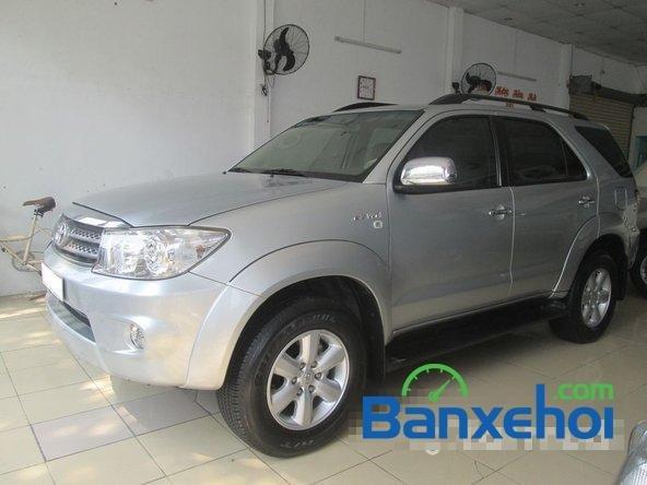 Salon Auto Tuấn Thanh Tùng cần bán xe Toyota Fortuner V sản xuất 2011 đã đi 30000 km, giá chỉ 800 triệu-0