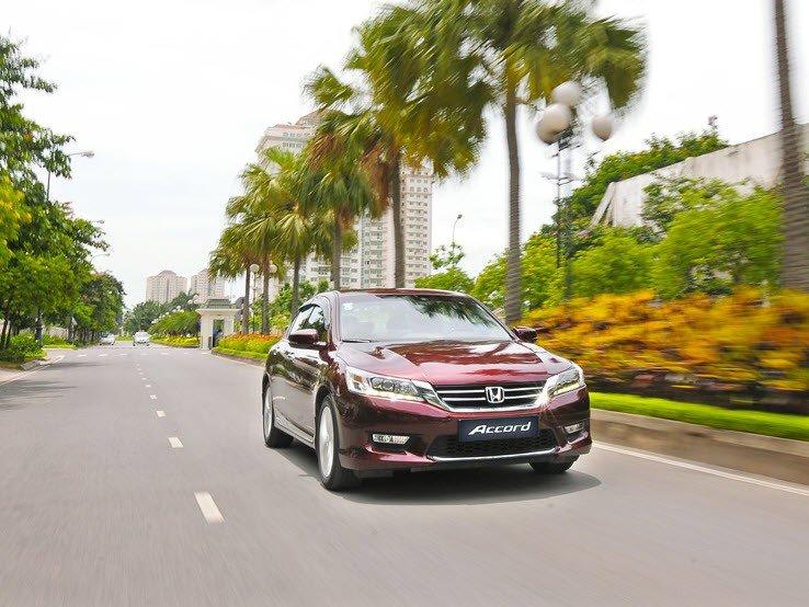 Honda Accord sở hữu phong cách thiết kế thanh lịch.