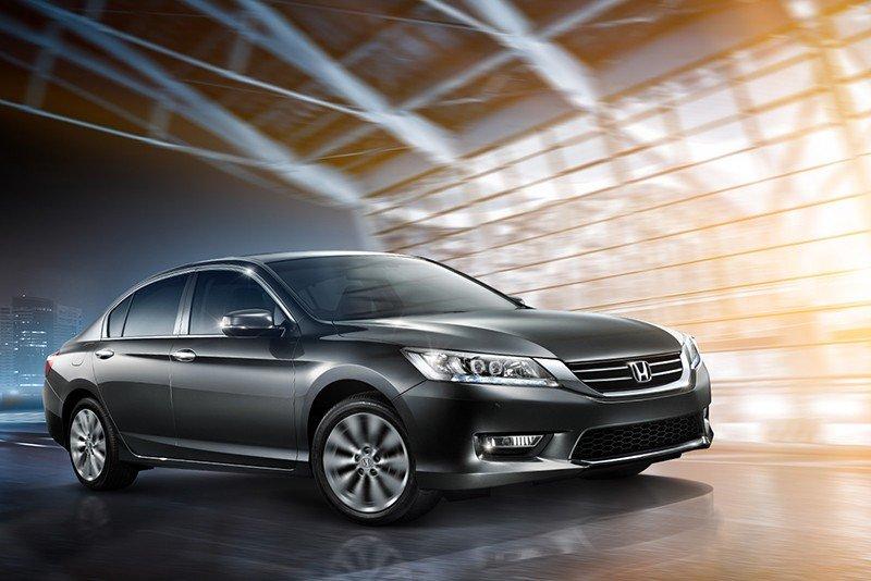 Honda Accord sở hữu kích thước vượt trội cùng phong cách thiết kế thah lịch.