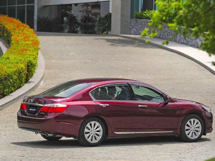 Honda Accord phù hợp với những người yêu thích mẫu sedan hạng trung có khả năng cách âm tốt.