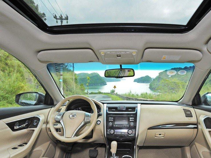 Nội thất của Nissan Teana được trang bị những tiện nghi cao cấp.