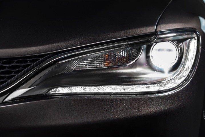 Đánh giá đầu xe Chrysler 200 2015