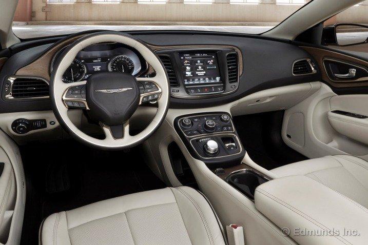 Đánh giá nội thất xe Chrysler 200 2015