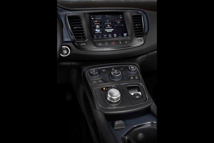 Đánh giá tiện nghi xe Chrysler 200 2015