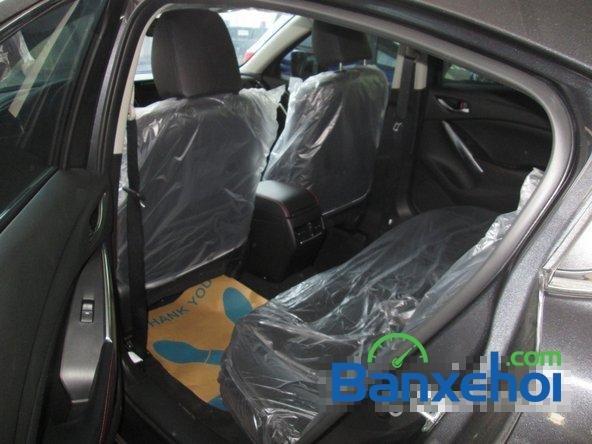 Salon  bán xe Mazda 6 năm 2015, màu đen-8
