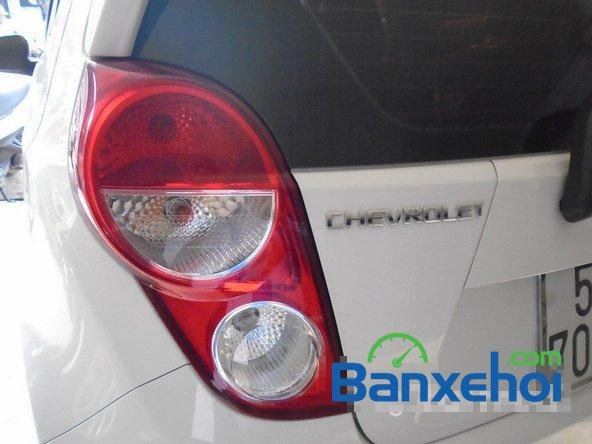 Bán Chevrolet Spark Ltz đời 2013, màu trắng đã đi 7000 km xe đang có sẵn, giao xe ngay-8