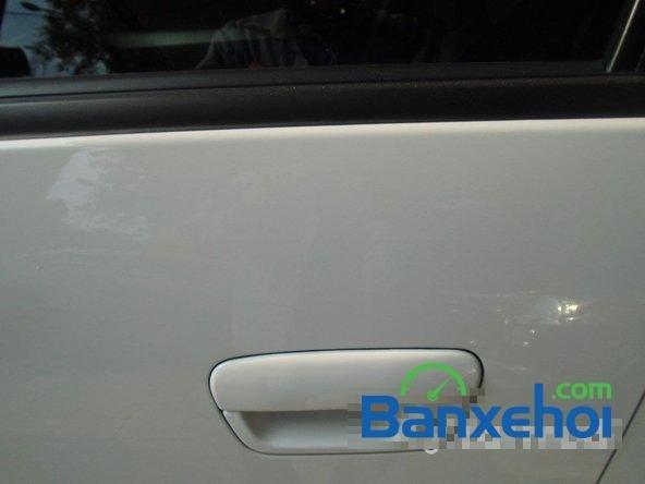 Bán Chevrolet Spark Ltz đời 2013, màu trắng đã đi 7000 km xe đang có sẵn, giao xe ngay-3