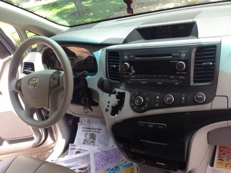Bán xe Toyota Sienna 3.5 LE 2010 cũ tại TP HCM giá 1 Tỷ 850 Triệu-6
