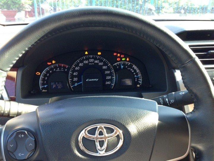 Bán xe Toyota Camry 2.0 E 2014 cũ tại TP HCM giá 1 Tỷ-5