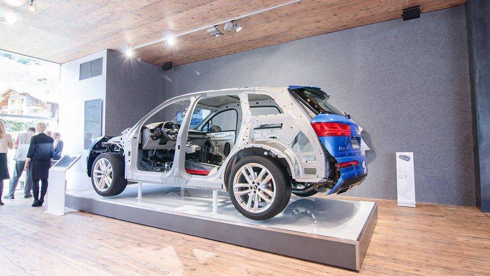 Audi Q7 2016 sử dụng hệ khung gầm nhẹ với chất liệu có khả năng chịu lực cao.