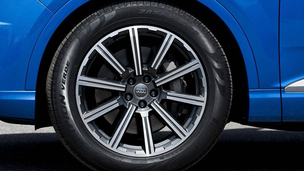 Audi Q7 2016 sử dụng la-zăng đa chấu.