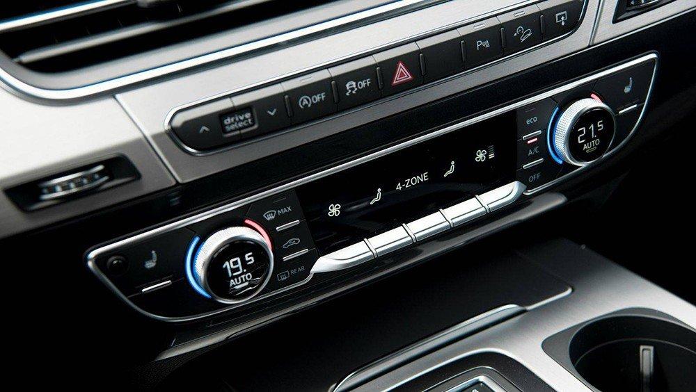 Các phím điều khiển chức năng trên Audi Q7 2016.