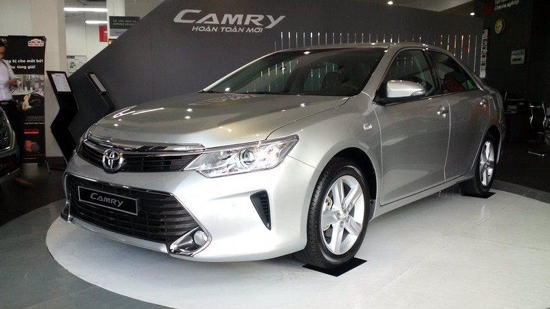 Bán ô tô Toyota Camry 2.5Q đời 2015, màu bạc-0
