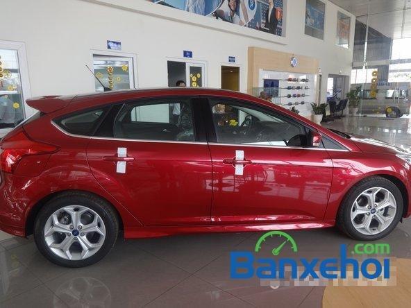 Bán ô tô Ford Focus đời 2014, màu đỏ giá 828 triệu-2