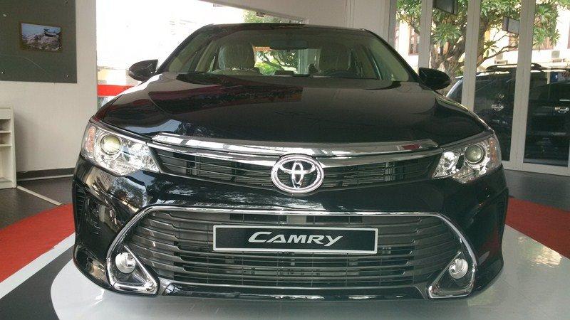 Bán ô tô Toyota Camry 2.0E đời 2015, màu đen-1