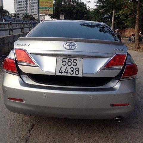 Cần bán Toyota Camry 2.4 đời 2010, màu bạc còn mới-7
