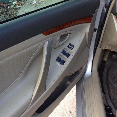 Cần bán Toyota Camry 2.4 đời 2010, màu bạc còn mới-6