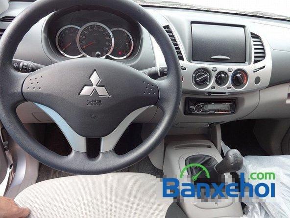 Salon Auto Quốc Toản cần bán lại xe Mitsubishi Triton đời 2014 đã đi 200 km-6