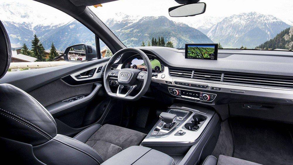 Không gian nội thất của Audi Q7 2016 sang trọng với các vật liệu cao cấp.