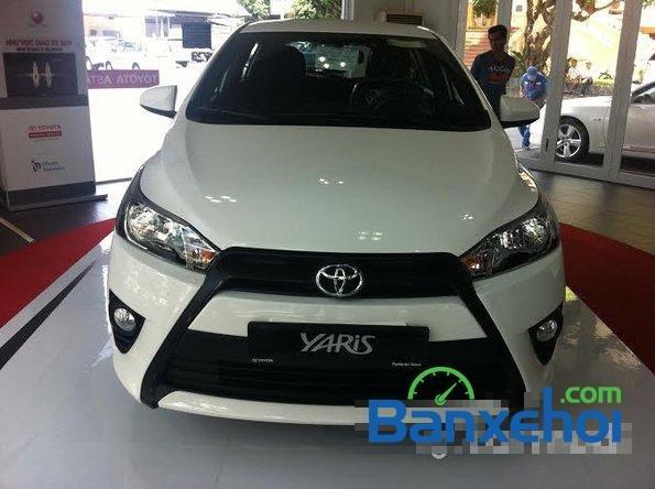Cần bán Toyota Yaris năm 2015, màu trắng, giá  625tr-0