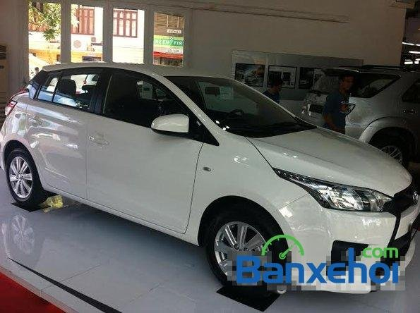 Cần bán Toyota Yaris năm 2015, màu trắng, giá  625tr-1