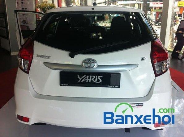 Cần bán Toyota Yaris năm 2015, màu trắng, giá  625tr-3