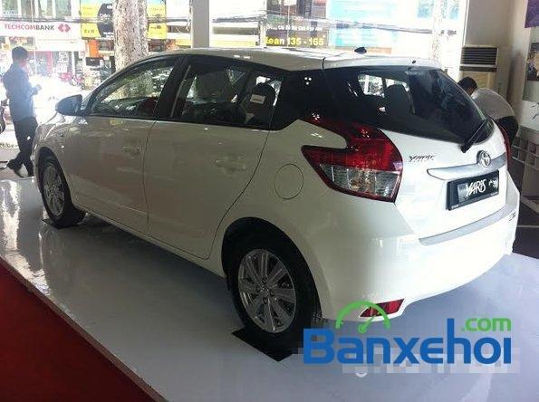 Cần bán Toyota Yaris năm 2015, màu trắng, giá  625tr-2