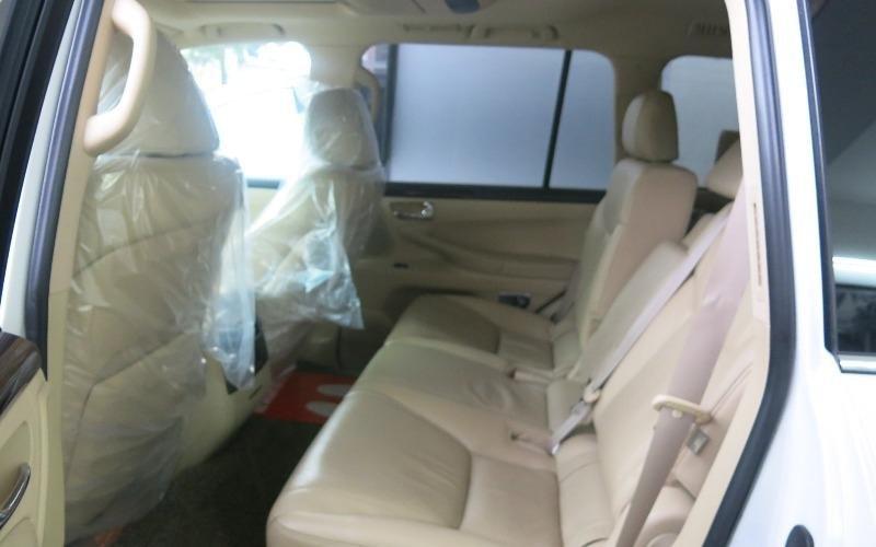 Bán xe Lexus LX 570 đời 2011, màu trắng, nhập khẩu  -3