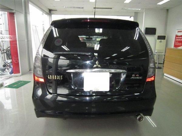 Cần bán Mitsubishi Grandis đời 2009, màu đen, xe đẹp như mới-3