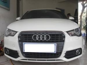 Cần bán Audi A1 đời 2010, màu trắng, xe nhập số tự động  -0
