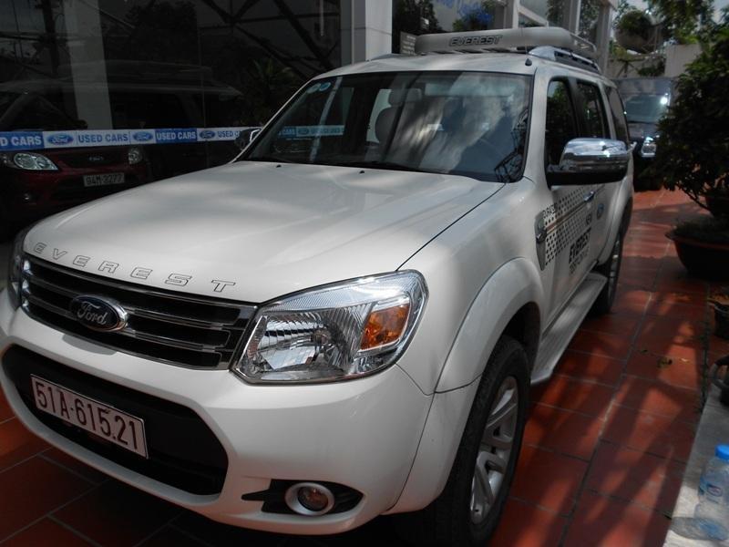 Cần bán xe Ford Everest đời 2013, màu trắng ít sử dụng -1
