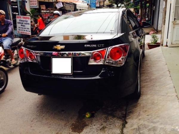 Chevrolet Cruze đời 2012, màu đen còn mới-6