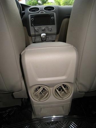 Xe Ford Focus đời 2010, màu xám, xe đẹp như mới-7