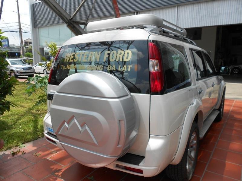 Cần bán xe Ford Everest đời 2013, màu trắng ít sử dụng -4