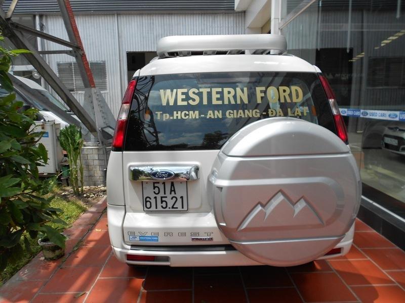Cần bán xe Ford Everest đời 2013, màu trắng ít sử dụng -3