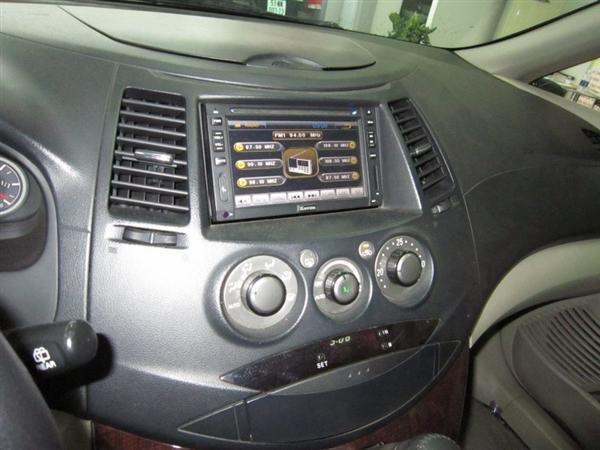 Cần bán Mitsubishi Grandis đời 2009, màu đen, xe đẹp như mới-6