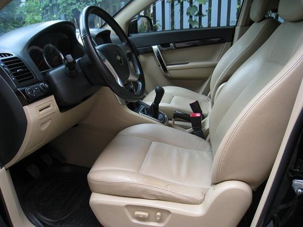 Cần bán gấp Chevrolet Captiva 2007, màu đen, xe đẹp như mới mua-3