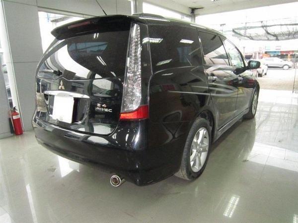 Cần bán Mitsubishi Grandis đời 2009, màu đen, xe đẹp như mới-2