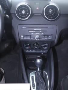 Cần bán Audi A1 đời 2010, màu trắng, xe nhập số tự động  -6