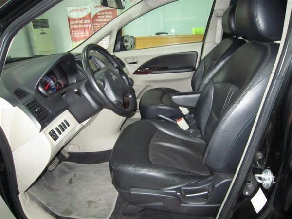 Cần bán Mitsubishi Grandis đời 2009, màu đen, xe đẹp như mới-5